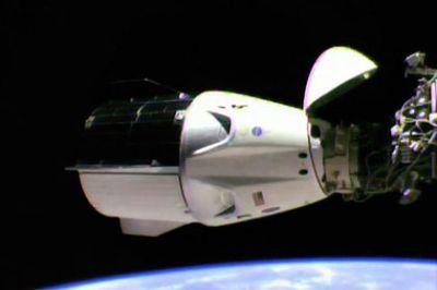 SpaceX запустила корабль Dragon кМКС