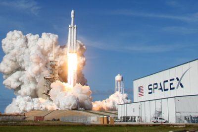 SpaceX вновь подала всуд направительство США